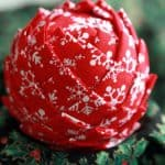 Abbobbi di Natale con palline di polistirolo