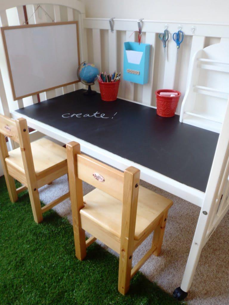 ispirazioni cucina Lavagna : Trasformare il lettino in un tavolo lavagna per bambini